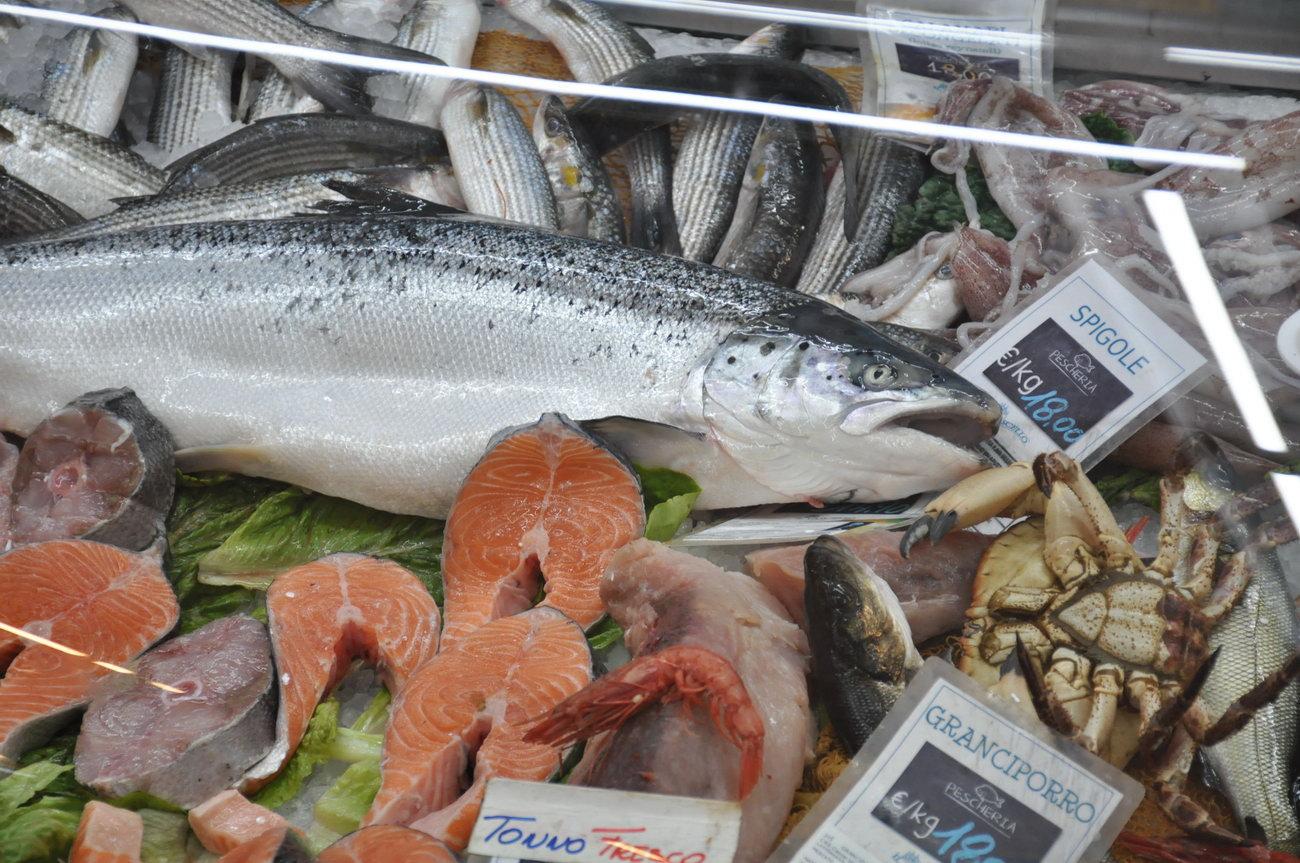 Pescheria-pesci-freschi-muravera1