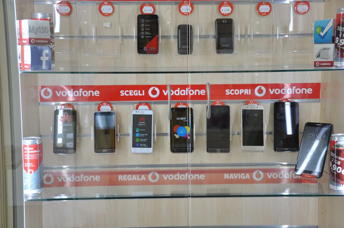 Telefonini-telefonia-negozio-muravera2