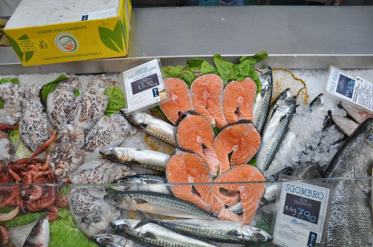 Pescheria-pesci-freschi-muravera2