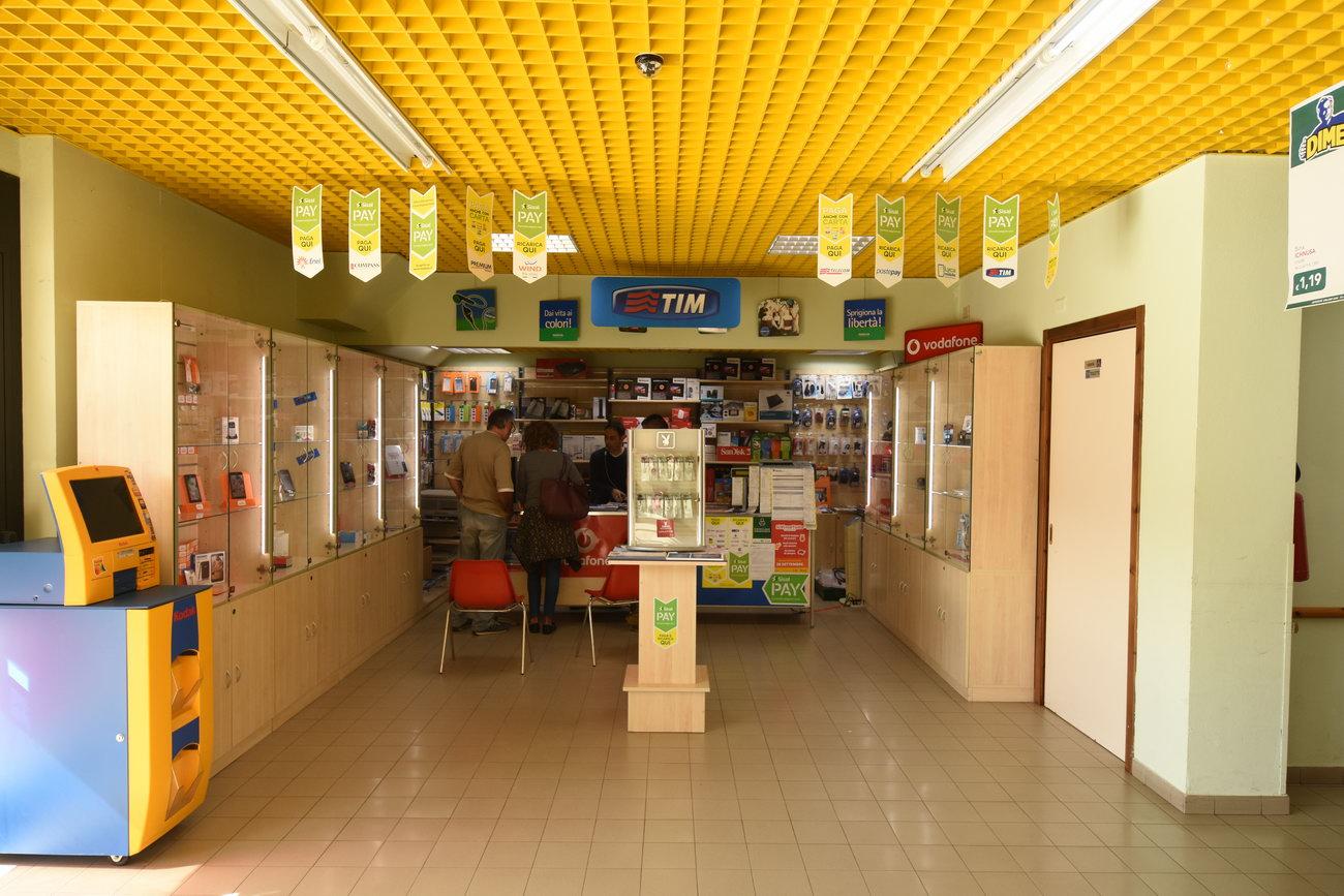 Telefonini-telefonia-negozio-muravera4